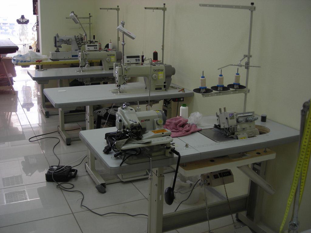 Швейная мастерская: пошив штор и элементов текстильного диза.